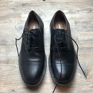 Johnston & Murphy men's black oxford dress shoes
